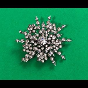 Rare Coro starburst rhinestone diamond Brooch